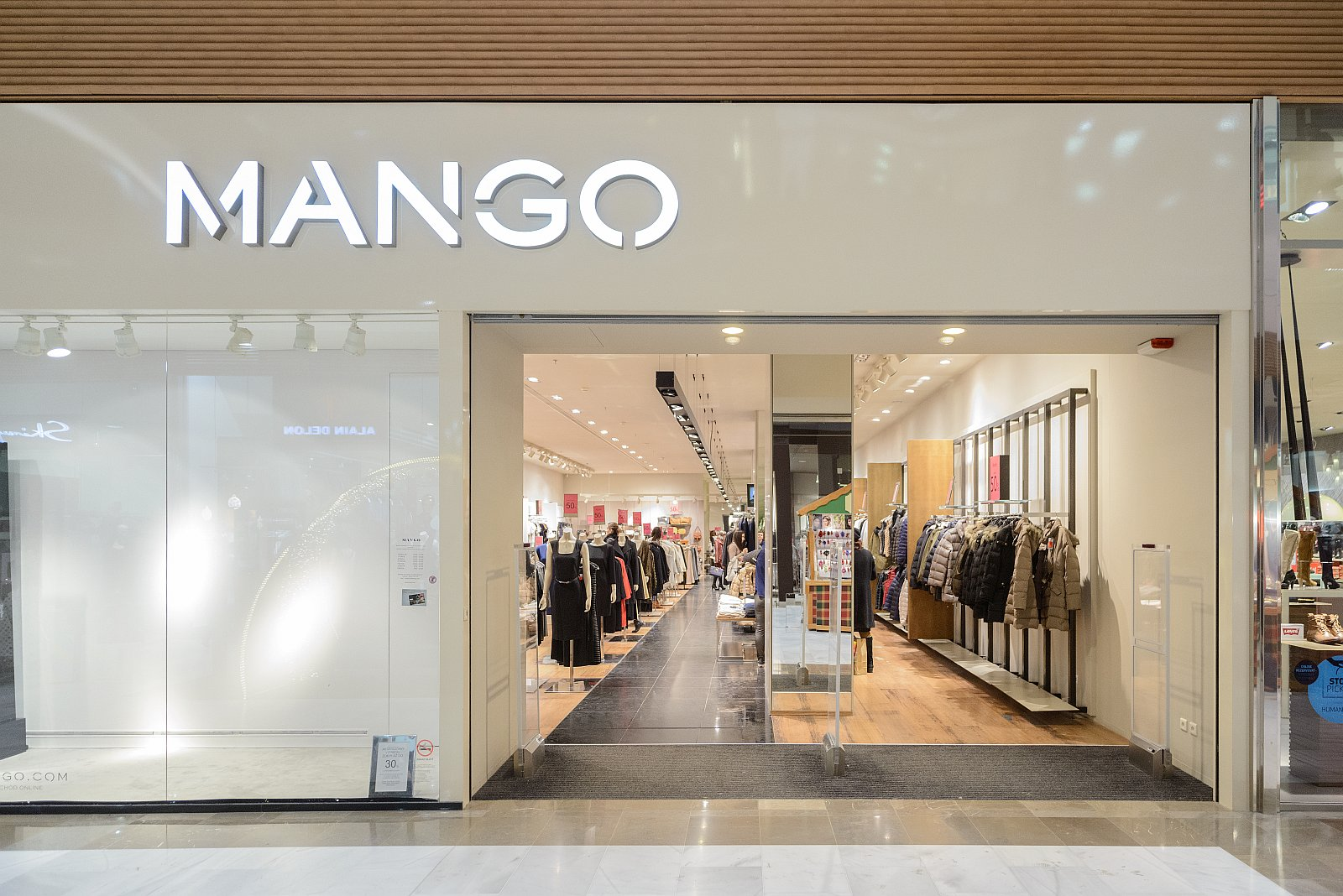 Mango store in Unibail-Rodamco to use LED lighting.