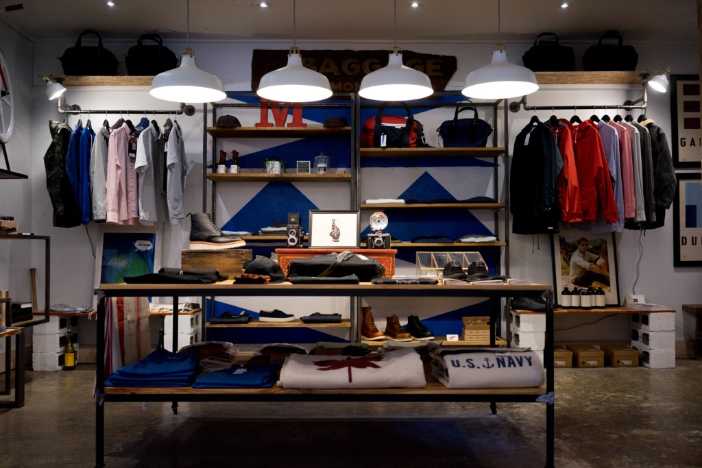 Retail Shopping Commerce Physique